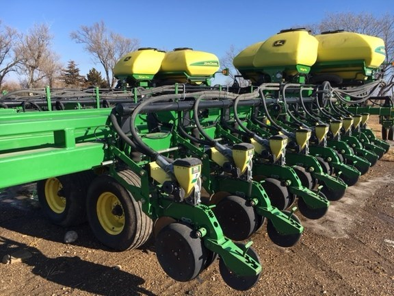 2011 John Deere DB60 Planter For Sale