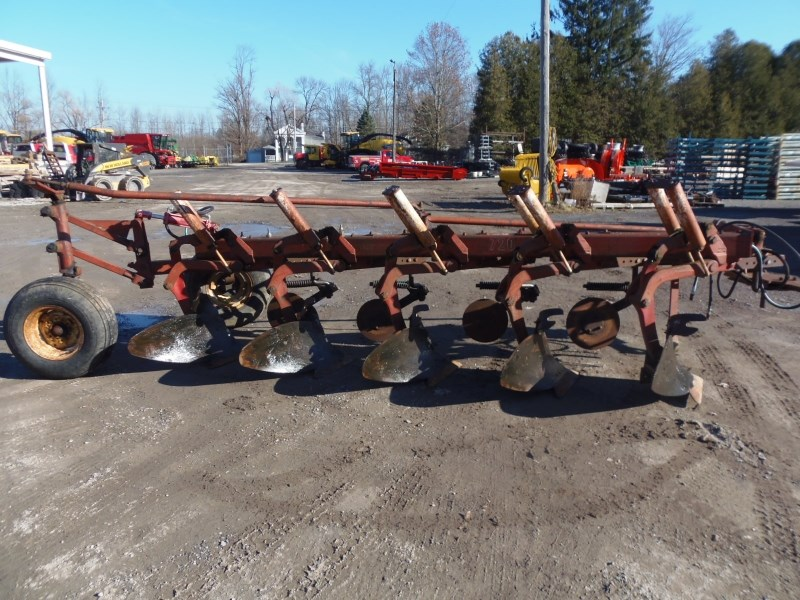 IH 720 5 BOTTOM PLOW Tillage For Sale