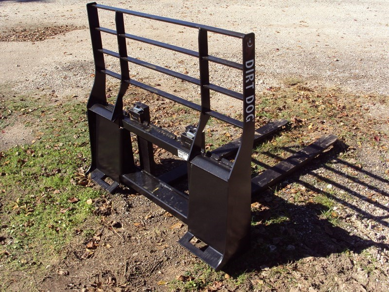 Dirt Dog quick connect pallet forks Skid Steer Attachment For Sale