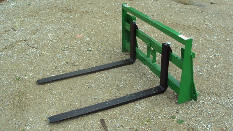 Premier John Deere 300 - 500 compact pallet forke Skid Steer Attachment For Sale