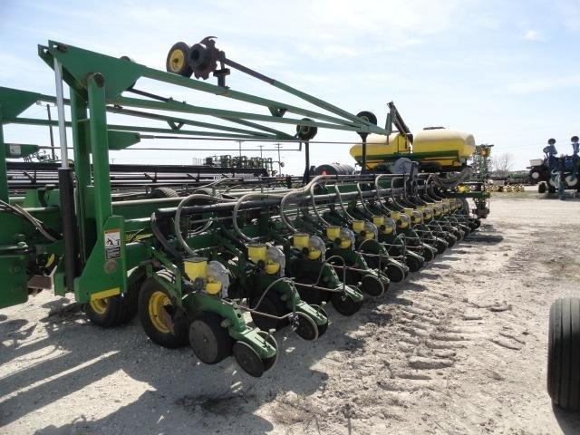 2005 John Deere DB80 Planter For Sale