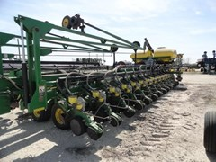 Planter For Sale:  2005 John Deere DB80