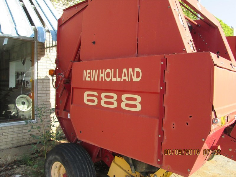 New Holland 688 Baler-Round For Sale