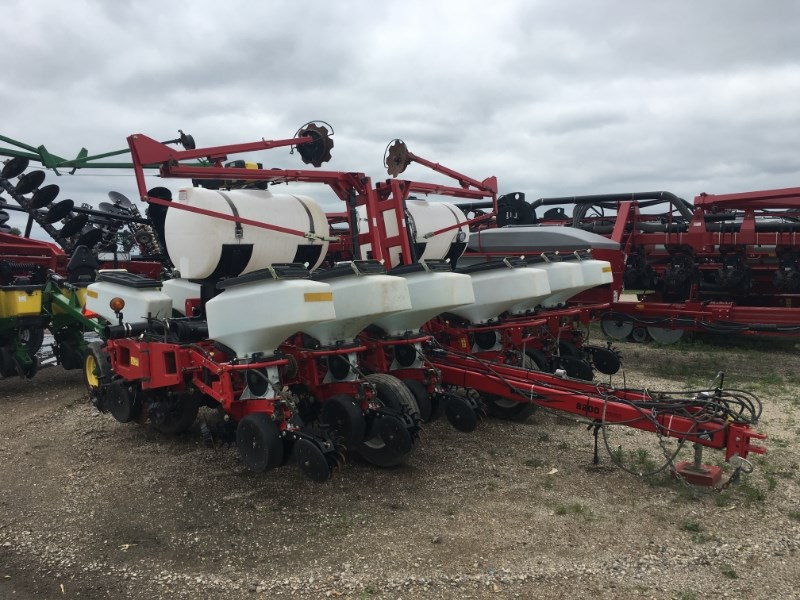 2009 White 822212R30 Planter For Sale