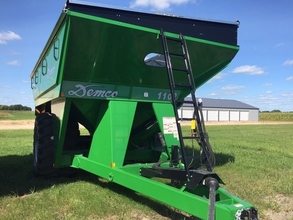 2016 Demco 1102 Grain Cart For Sale