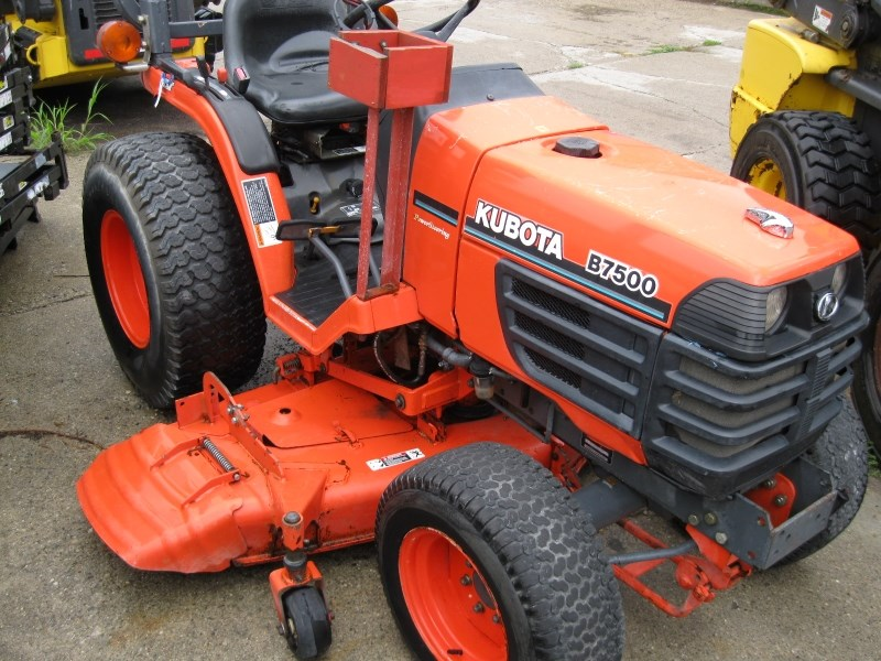 Kubota B7500HST Tractor For Sale