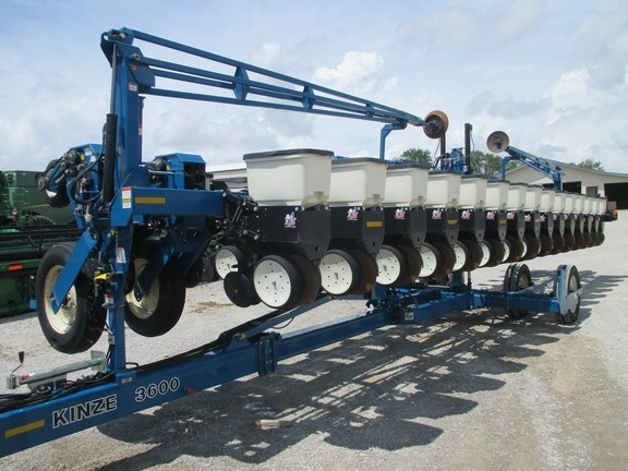 2010 Kinze 3600 Planter For Sale