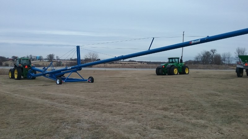 Brandt 1390HP   W/ HYD WINCH Auger-Portable For Sale