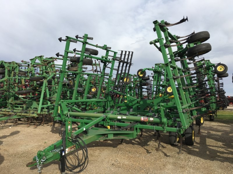 2008 John Deere 2210 36.5 Field Cultivator For Sale
