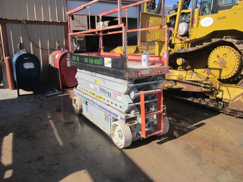 2007 Skyjack 3226 Scissor Lift-Rough Terrain