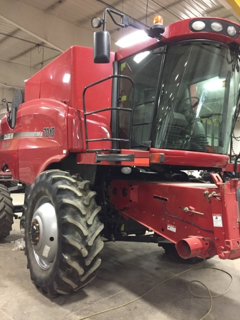 2007 Case IH 7010 Combine For Sale