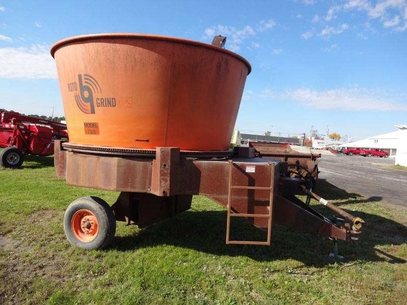2009 Rotogrind 760 Tub Grinder - Feed/Hay PTO For Sale