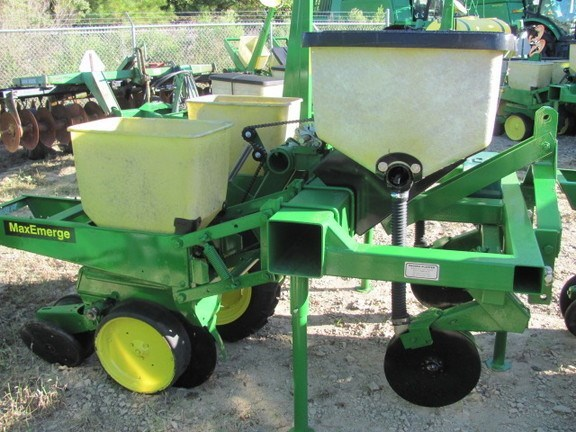 Pequea 2r/38in / with fert Planter For Sale