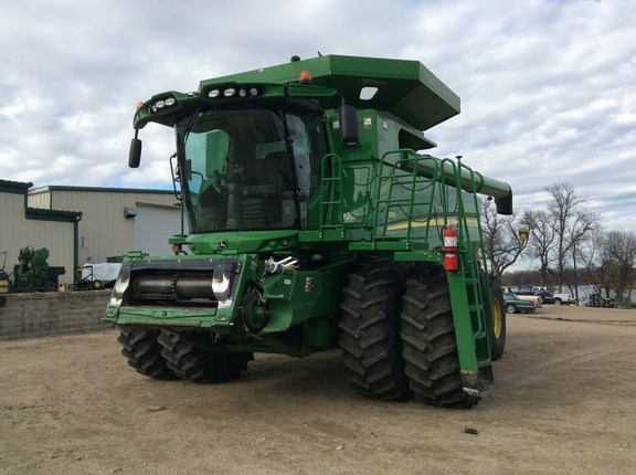 2013 John Deere S690 Combine For Sale