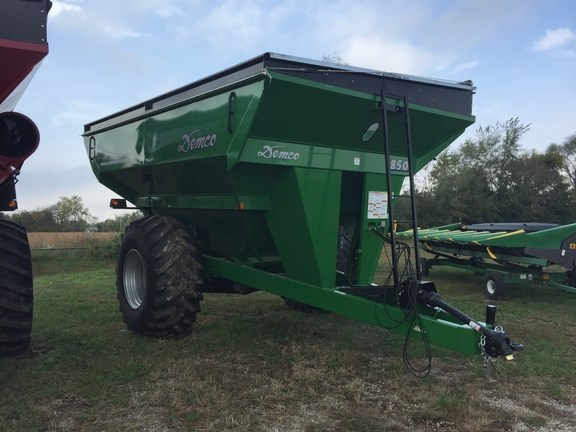 2015 Demco 850 Grain Cart For Sale