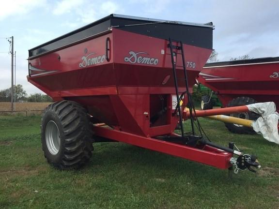 2015 Demco 750 Grain Cart For Sale