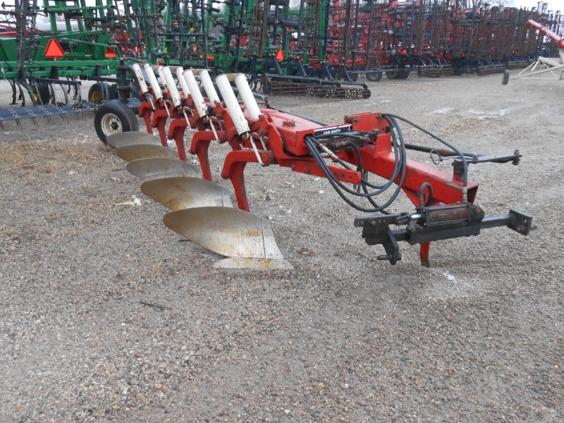 IH 735 5BTM Plow-Moldboard For Sale
