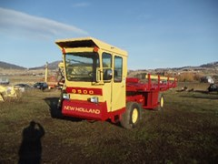 Bale Wagon-Self Propelled For Sale 1981 New Holland 8500