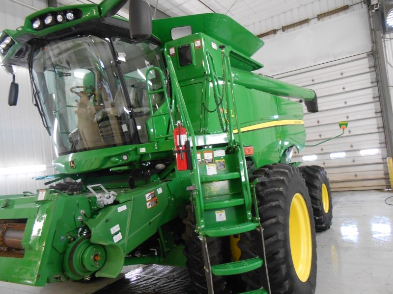 2014 John Deere S660 HILLCO Combine For Sale