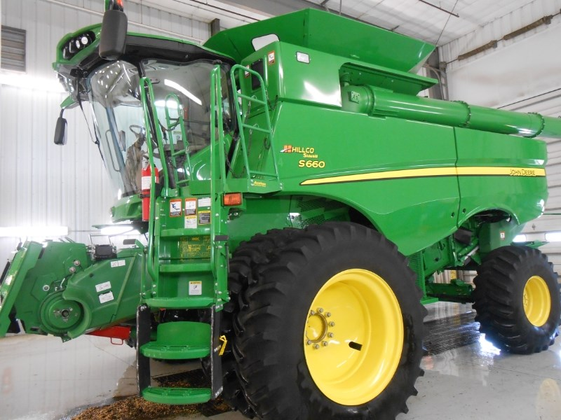 2015 John Deere S660 HILLCO Combine For Sale