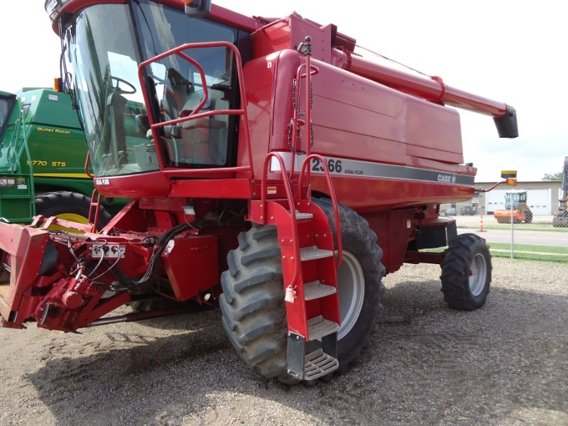 2001 Case IH 2366 Combine For Sale