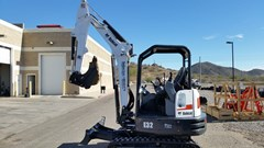 Excavator-Track :  Bobcat E32 T4
