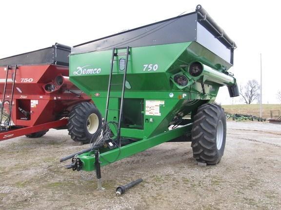 2014 Demco 750 Grain Cart For Sale