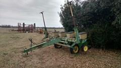 Planter For Sale:   John Deere 7000