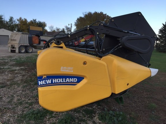2013 New Holland 740CF-35F Header-Auger/Flex For Sale