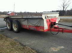 Manure Spreader-Dry/Pull Type For Sale New Idea 3732
