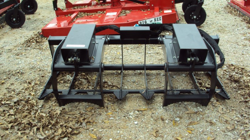 Lucas Universal 6' pin-on twin cyl. grapple Grapple For Sale