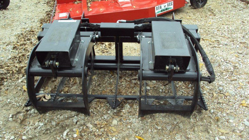 Lucas Universal 5' pin-on twin cyl. grapple Grapple For Sale