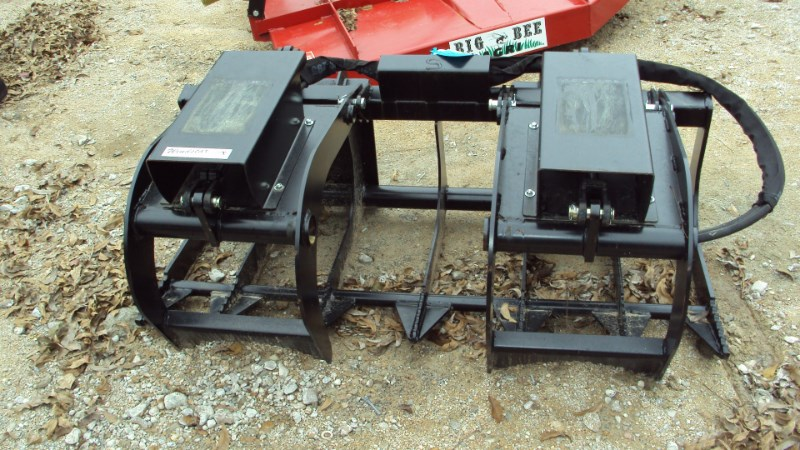 Lucas 5' twin cyl. Grapple with skid steer quick connect Grapple For Sale