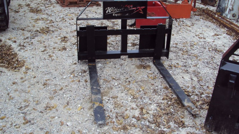 Lucas Skid steer quick connect pallet forks Pallet Fork For Sale