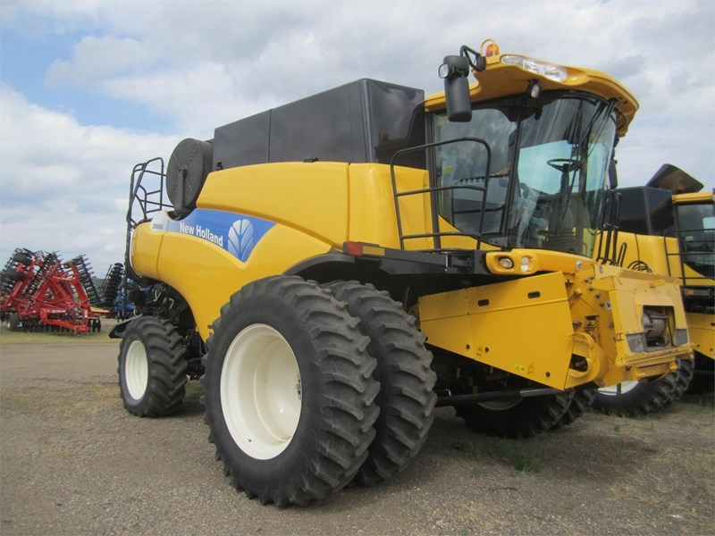 2009 New Holland CR9060 Combine For Sale