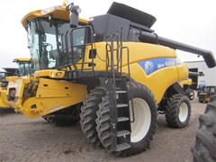 Combine For Sale 2008 New Holland CR9060 , 415 HP