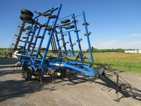 1993 DMI 28 Field Cultivator For Sale
