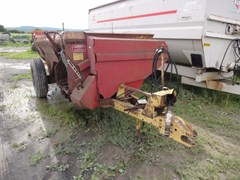 Manure Spreader-Dry/Pull Type For Sale New Holland 305