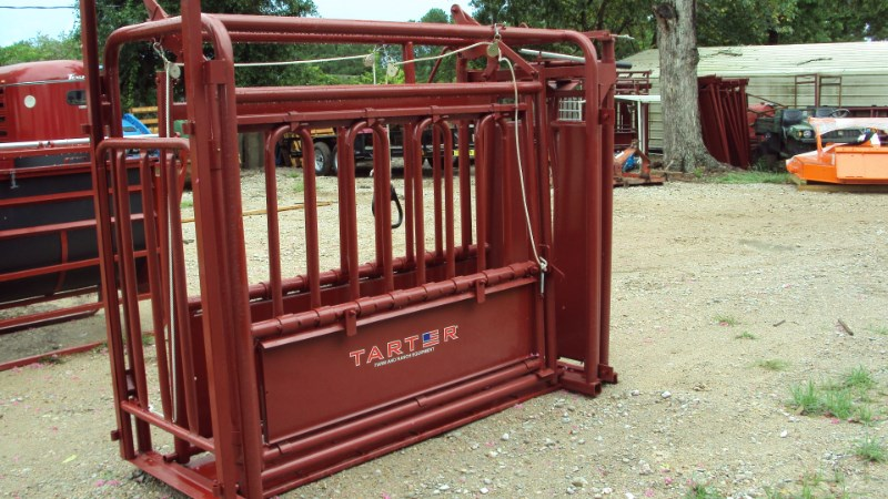 Tarter livestock squeeze chute Misc. Ag For Sale