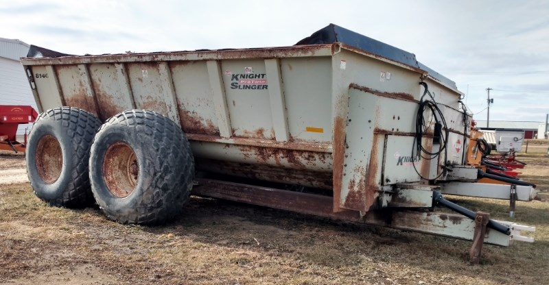 Knight 8140 Manure Spreader-Dry For Sale