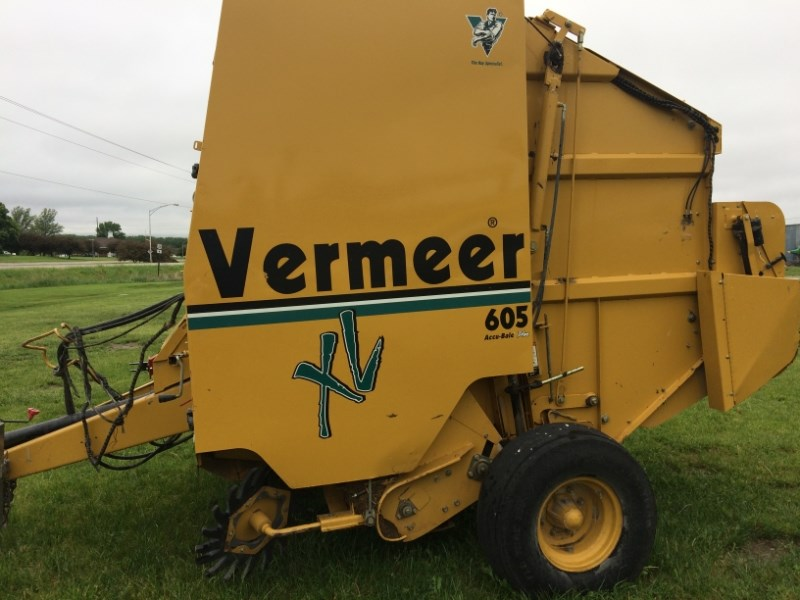 2004 Vermeer 605XL Baler-Round For Sale