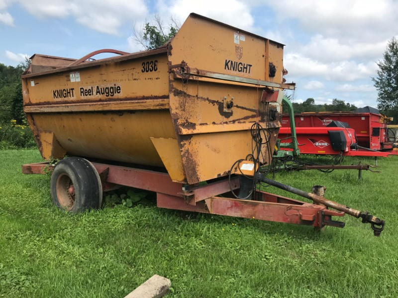 Knight 3036 Feeder Wagon-Power For Sale