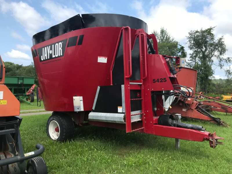 2014 Jaylor 5425 Feeder Wagon-Power For Sale