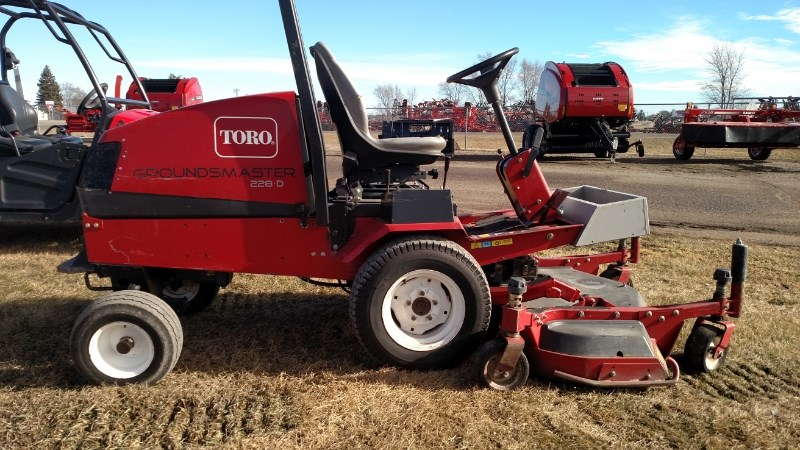 2004 Toro 228D Riding Mower For Sale