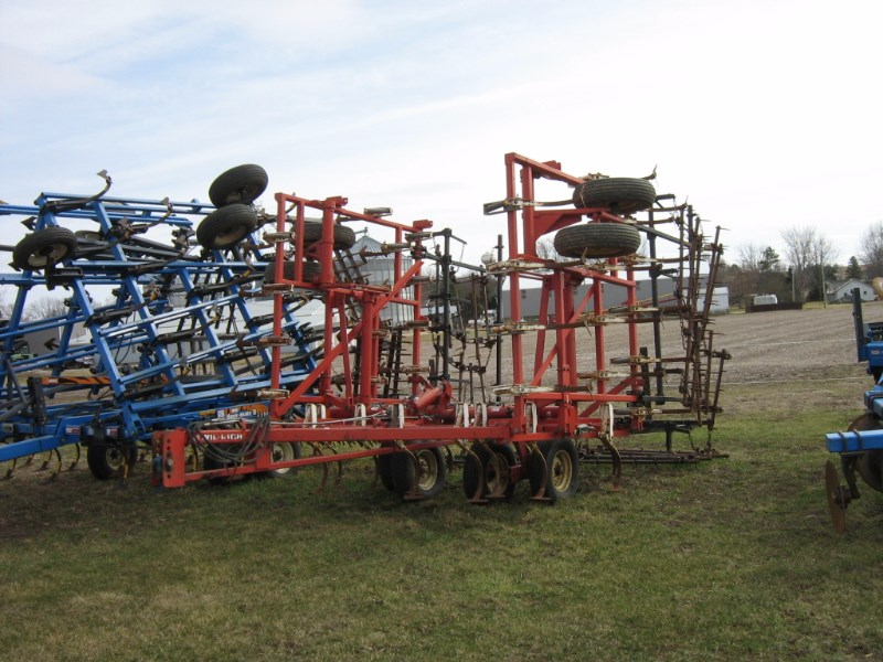 Wil-Rich 2800 Field Cultivator For Sale
