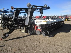 Planter For Sale:  2001 White 8524