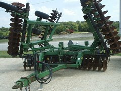 Disk Harrow For Sale:  2002 John Deere 637