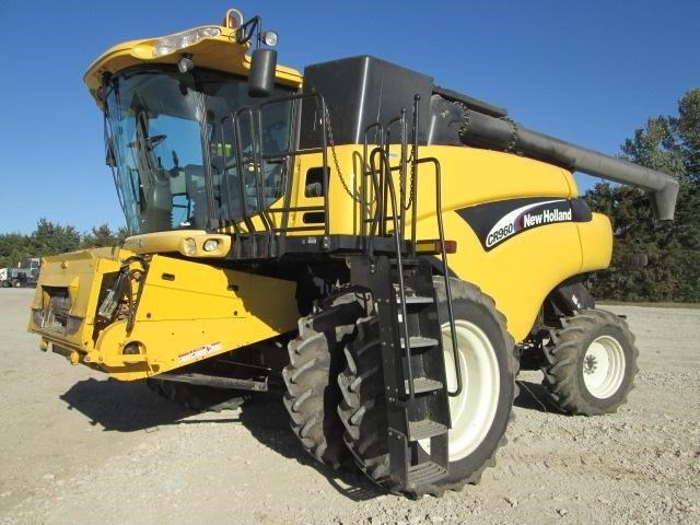 2005 New Holland CR960 Combine For Sale