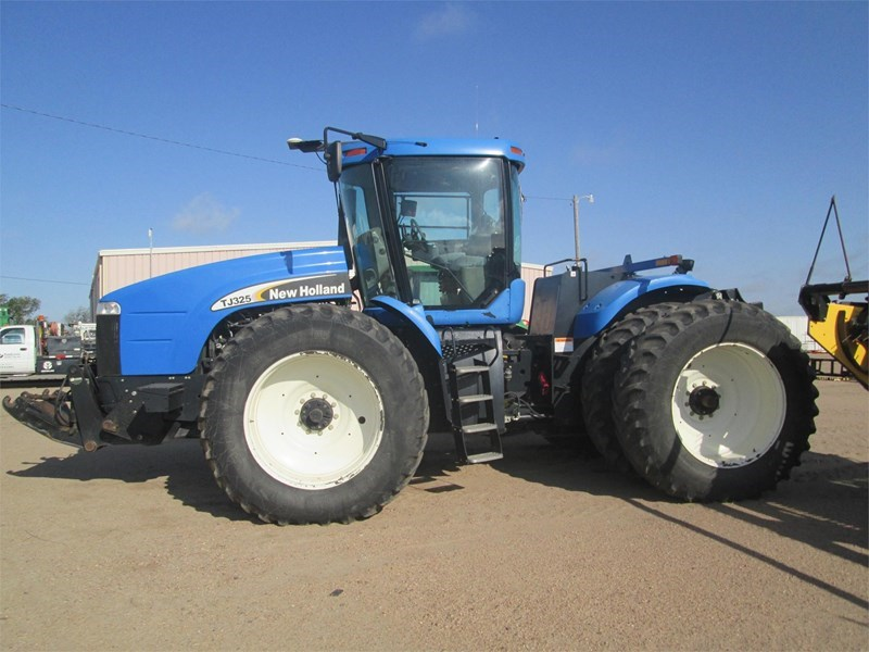 2005 New Holland TJ325 Tractor For Sale