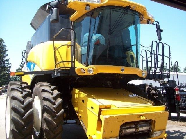 2010 New Holland CR9060 Combine For Sale